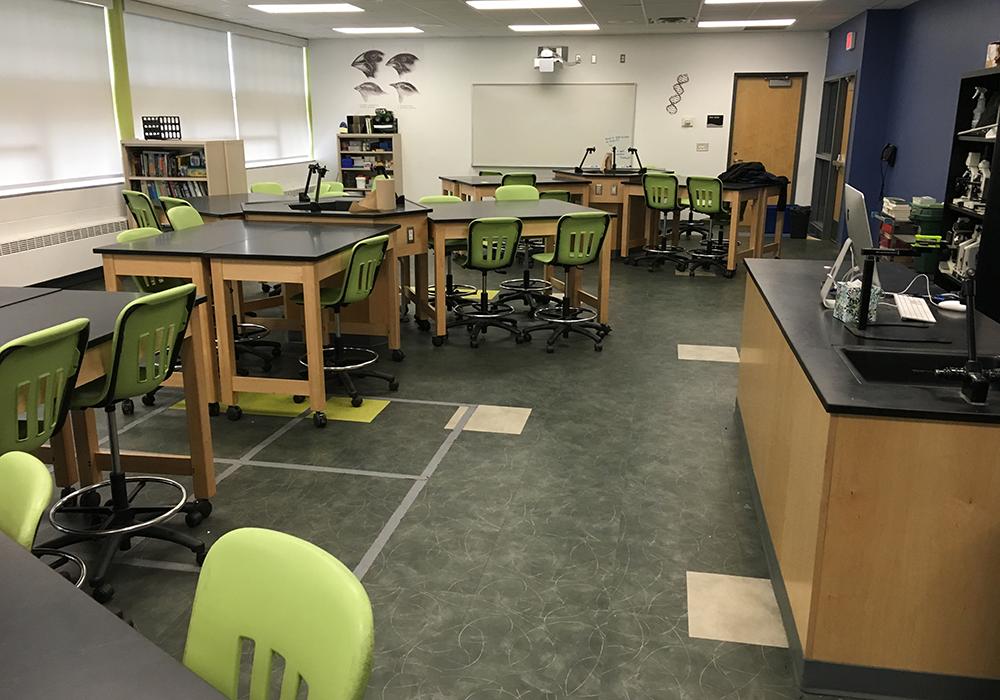 Niles-High-School-Tech