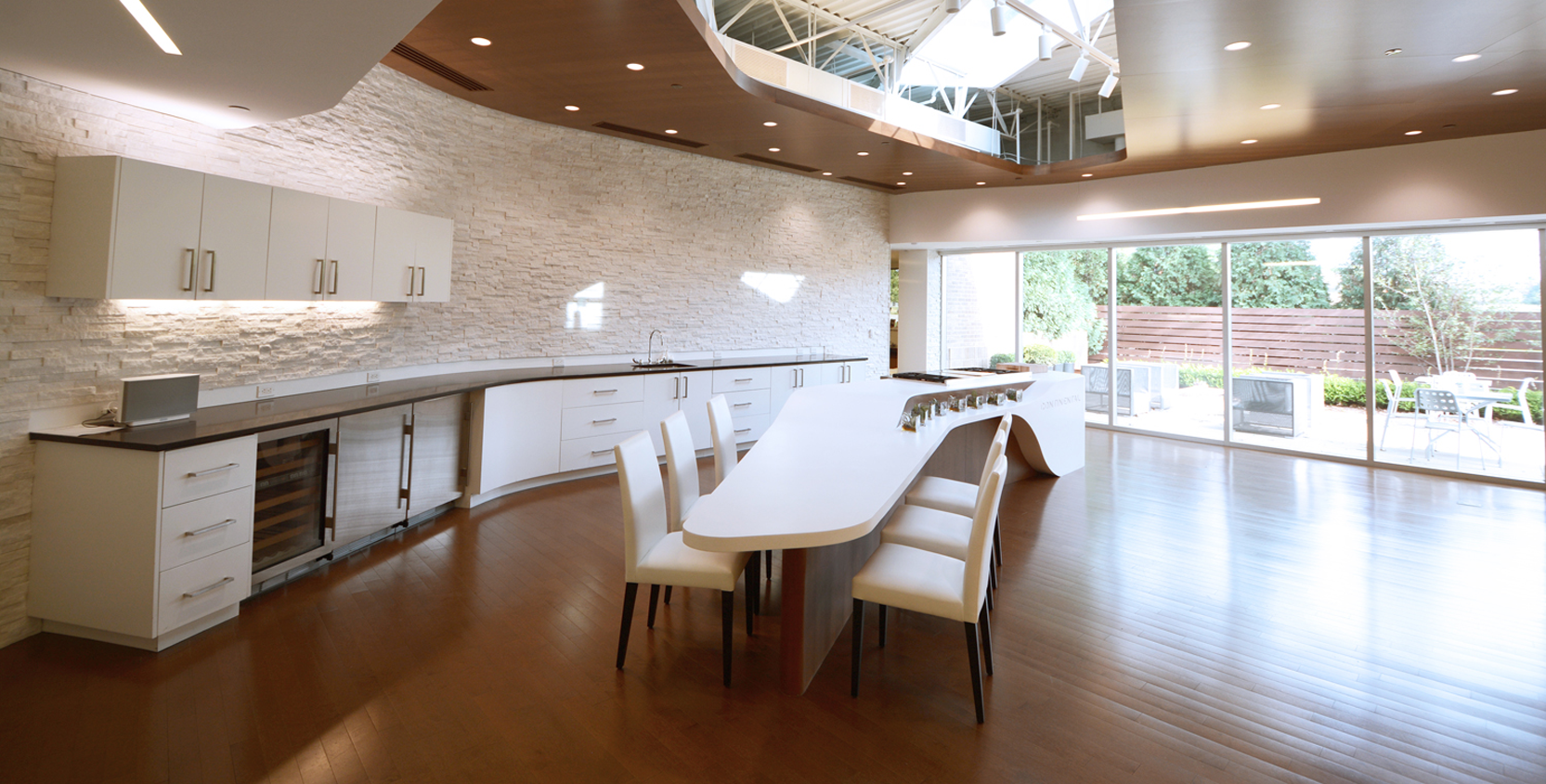 Continental-Services-Dining-3-1665x845