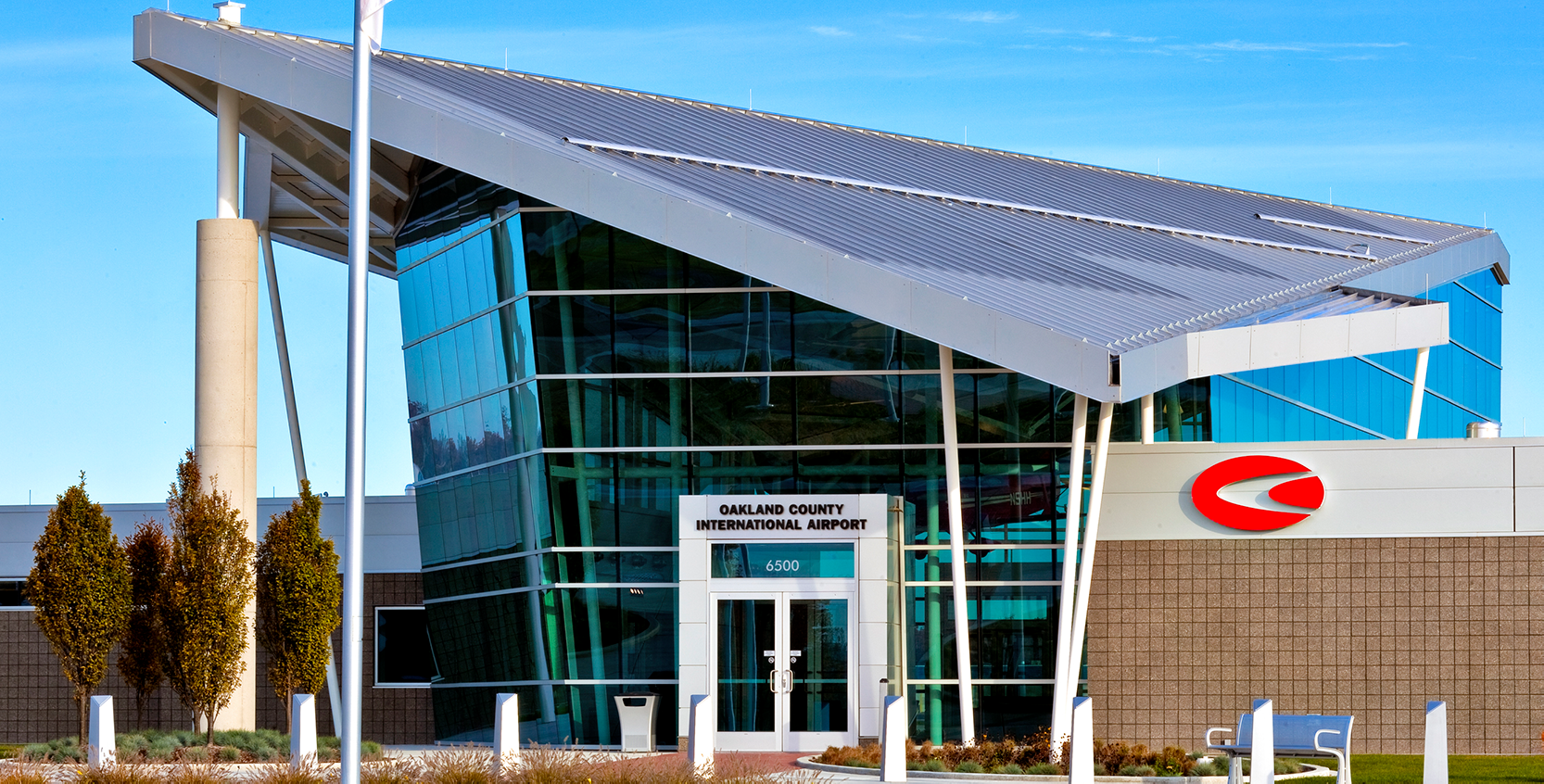 Oakland County International Airport New Terminal and Offices 1665x845