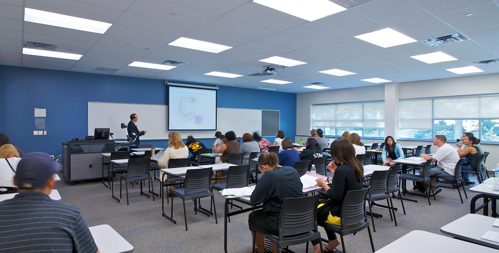 Oakland-Community-College-Science-Bldg-Addition-Classroom_1665x845