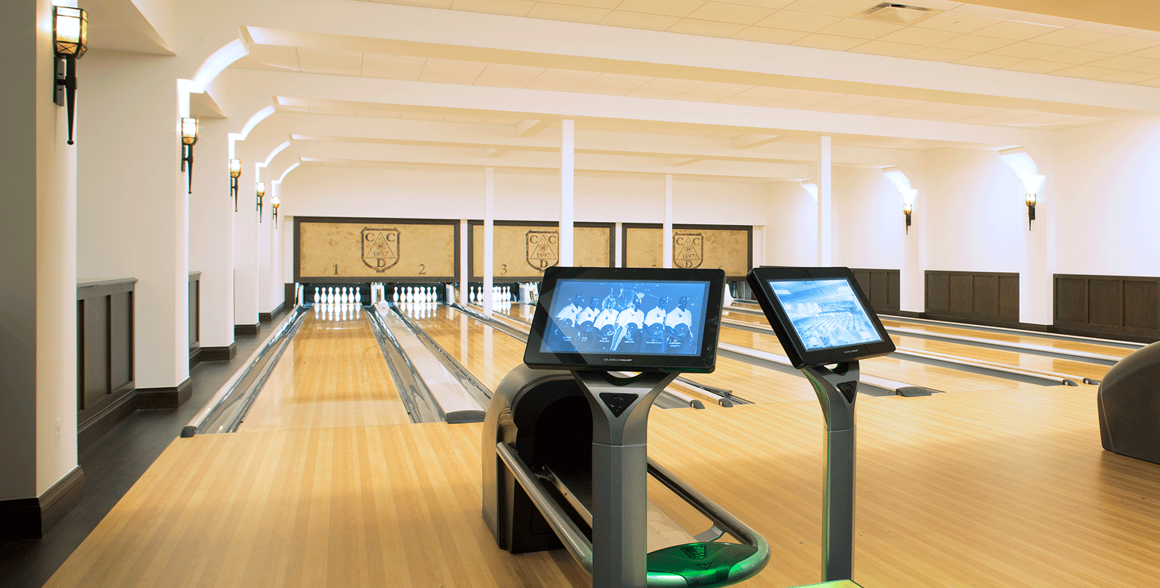 Country-Club-of-Detroit-Bowling-Alley-1665x845