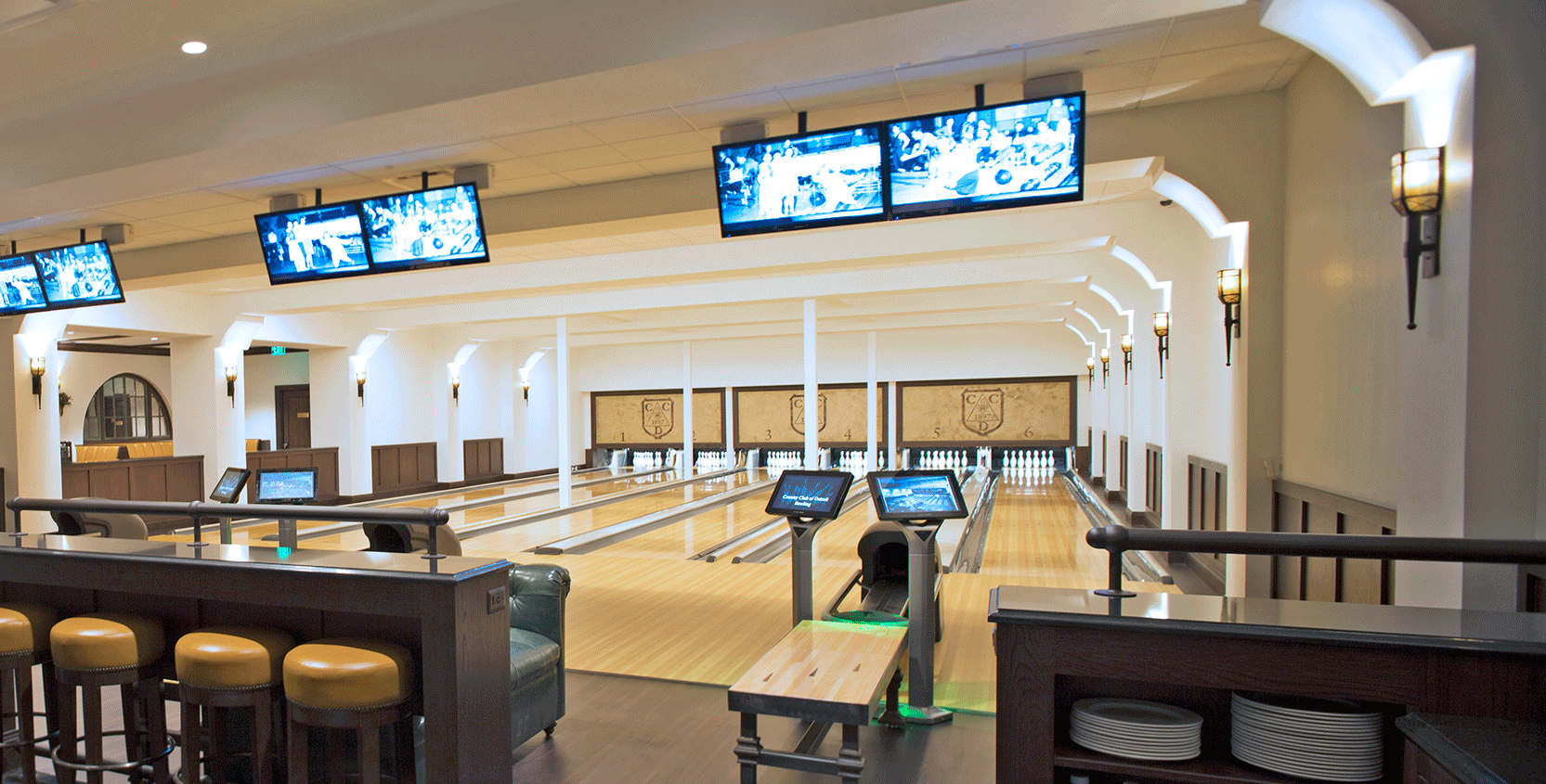 Country-Club-of-Detroit-Bowling-Alley-5-1665x845