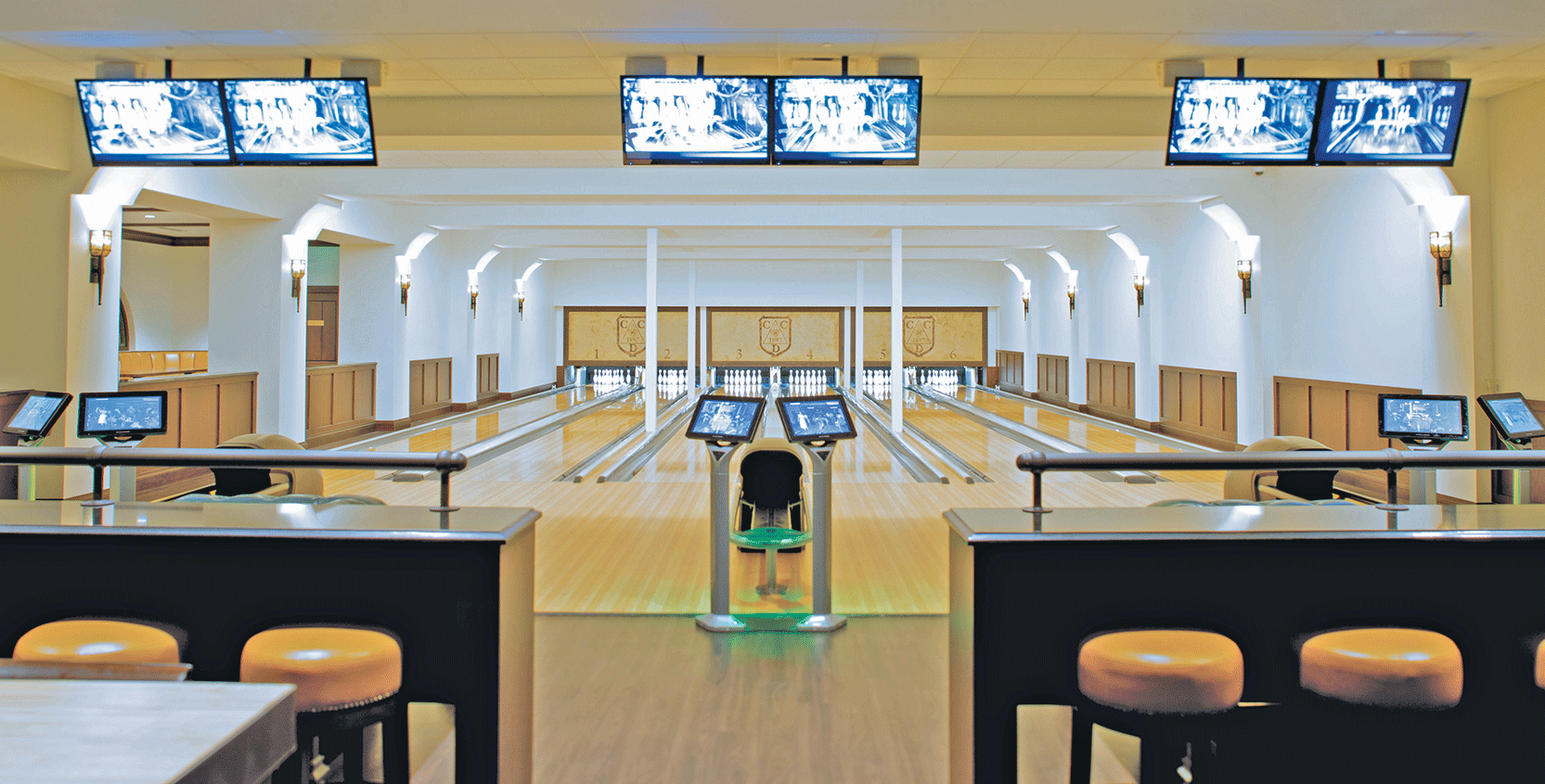 Country-Club-of-Detroit-Bowling-Alley-6-1665x845